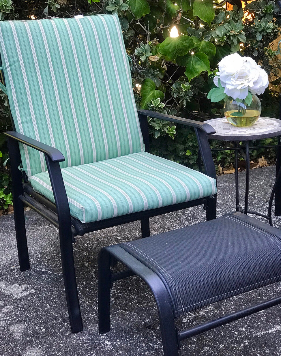 (SOLD) Gorgeous Set of Confortable-Adjustable Lounging Metal Outdoor Chairs with matching Footrest and Decorative Table!!