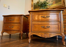 Load image into Gallery viewer, (SOLD) GORGEOUS 4PC Vintage Queen Anne Style High-End Large Thomasville Serpentine French Country Bedroom Set in Superb Condition. Perfect Versatile French Country BEAUTIES!!