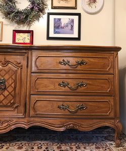 (SOLD) Gorgeous Vintage High-End Thomasville Large French Country Dresser/Media/Buffet/Entryway with Beautiful Details and Hardware!! 78X31X21