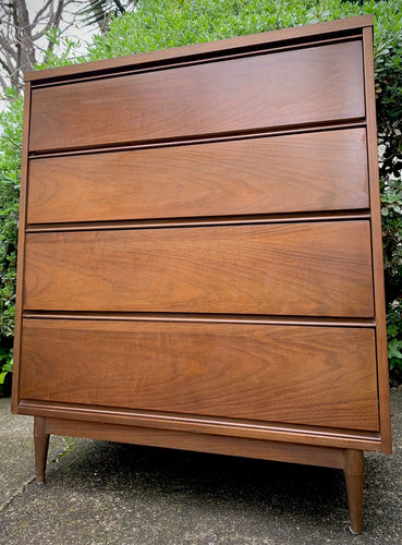 (SOLD) BEAUTIFUL Danish Style MID CENTURY MODERN CHEST OF DRAWERS!! Perfect Clean Line Piece for Minimalist and Wood Lover!!