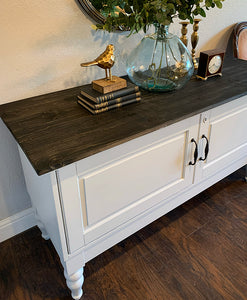 (SOLD) Simply Beautiful Modern Farmhouse inspired Entryway/Media/Console/Sofa Table in Excellent Condition. Perfect Clean Line Modern Farmhouse Piece indeed!!