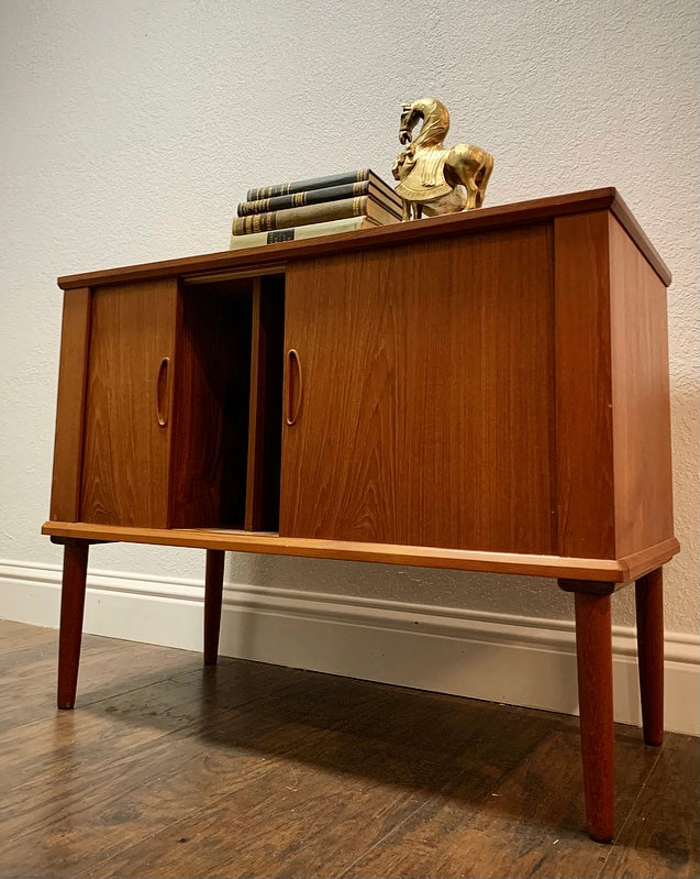 (SOLD) Simply Beautiful Danish Mid Century Modern Teak LP Record Player Cabinet in Superb Condition. Perfect Piece for Minimalist and MCM Lover!!