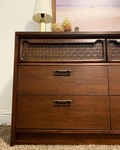 Gorgeous Vintage Mid Century Modern Dresser/Media/Entryway/Console/Buffet/Sofa Table in Superb Condition. Perfect MCM for Minimalist and MCM Lover!!!