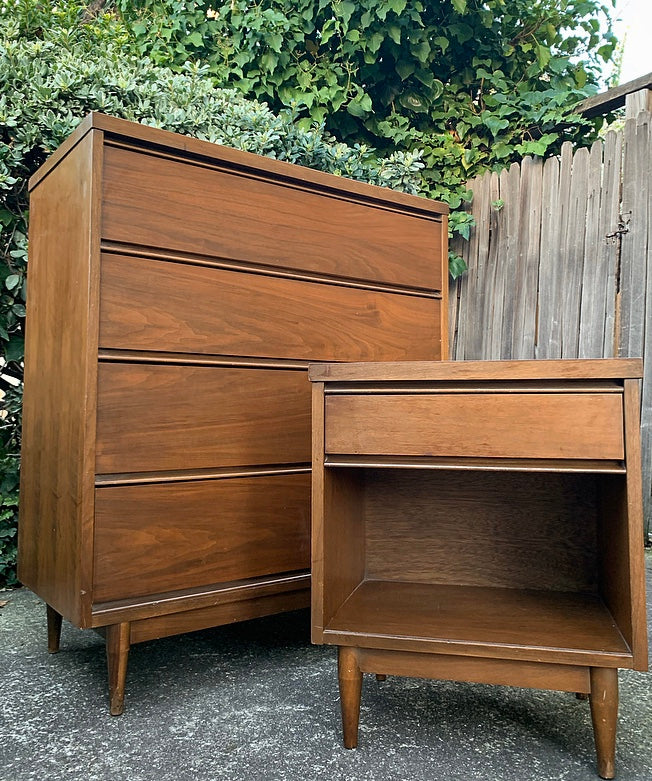 (SOLD) BARGAIN 2PC MID CENTURY MODERN Chest of Drawers and 1 Nightstand. They are Simple BEAUTIFUL and Superb Solid Condition!!