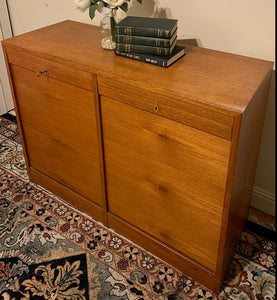 (SOLD) Simply Beautiful DANISH MODERN MID CENTURY TEAK Solid Credenza-Buffet-Entryway-Console!!! Perfect BARGAIN Danish MCM any room in your Nest!!