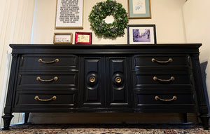 (SOLD) Gorgeous Vintage High-End Thomasville French Regency Dresser/Media/Entryway/Buffet in Superb Condition. Perfect Versatile Piece any room in your Nest!!