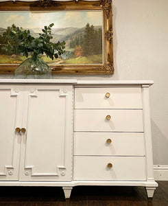 (SOLD) GORGEOUS High-End American of Marthinsville Mid Century Modern-Regency White Laquer Dresser/Buffet/Media/Entryway/Credenza/Console/Sofa Table!!!