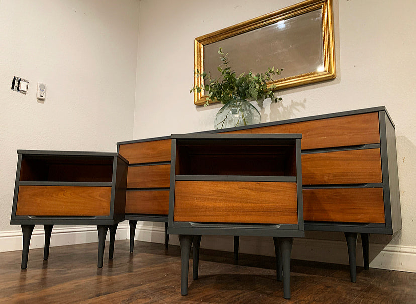 (SOLD) Simply Beautiful 3PC Set Danish Mid Century Modern 9Drawer Dresser and 2 Nighstands in Superb Condition. Perfect Modernized BEAUTIES!!