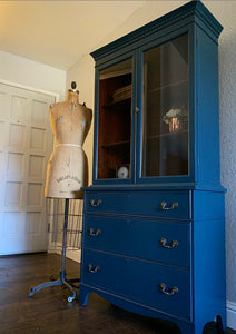 (SOLD) Gorgeous and Newly ReDesigned High-End Vintage American of Martinsville French-Victorian Display Cabinet with Beautiful Design and Original Hardware!!!