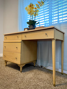 (SOLD) Simply BEAUTIFUL Blonde Mid Century Modern Desk in Excellent Condition!  Perfect MCM Desk! Solid Wood!! 48X30X20