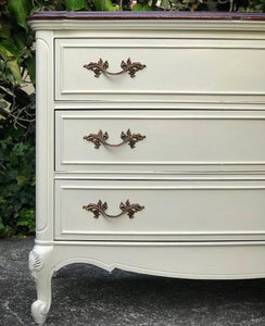 (SOLD) Gorgeous Vintage High-End Dixie French Country 3Drawer End-Side Table/Dresser/Entryway/Chest with Beautiful Details and Hardware!!