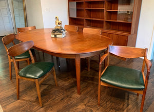 (SOLD) Beautiful Danish Mid Century Teak Dining Chairs and Table in Great Condition. Perfect Danish MCM Dining Set indeed!!