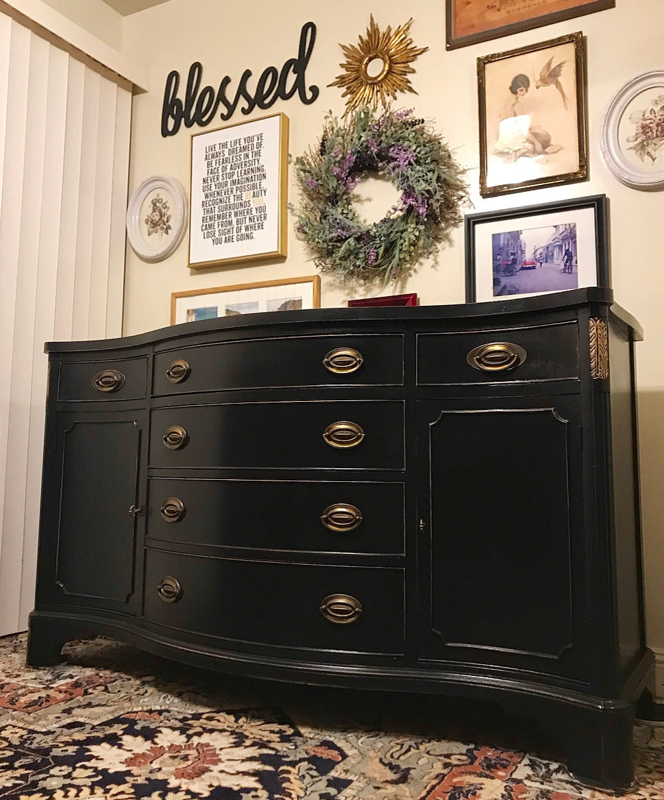 (SOLD) Gorgeous High-End Vintage Bernhardt Regency Serpentine Buffet/Credenza/Media/Entryway in Excellent Condition!!