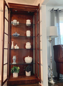 (SOLD) GORGEOUS High-End Henredon Lighted French Regency Display Cabinet in Excellent Condition. Perfect  Statement As-Is Piece any room in your Nest!!