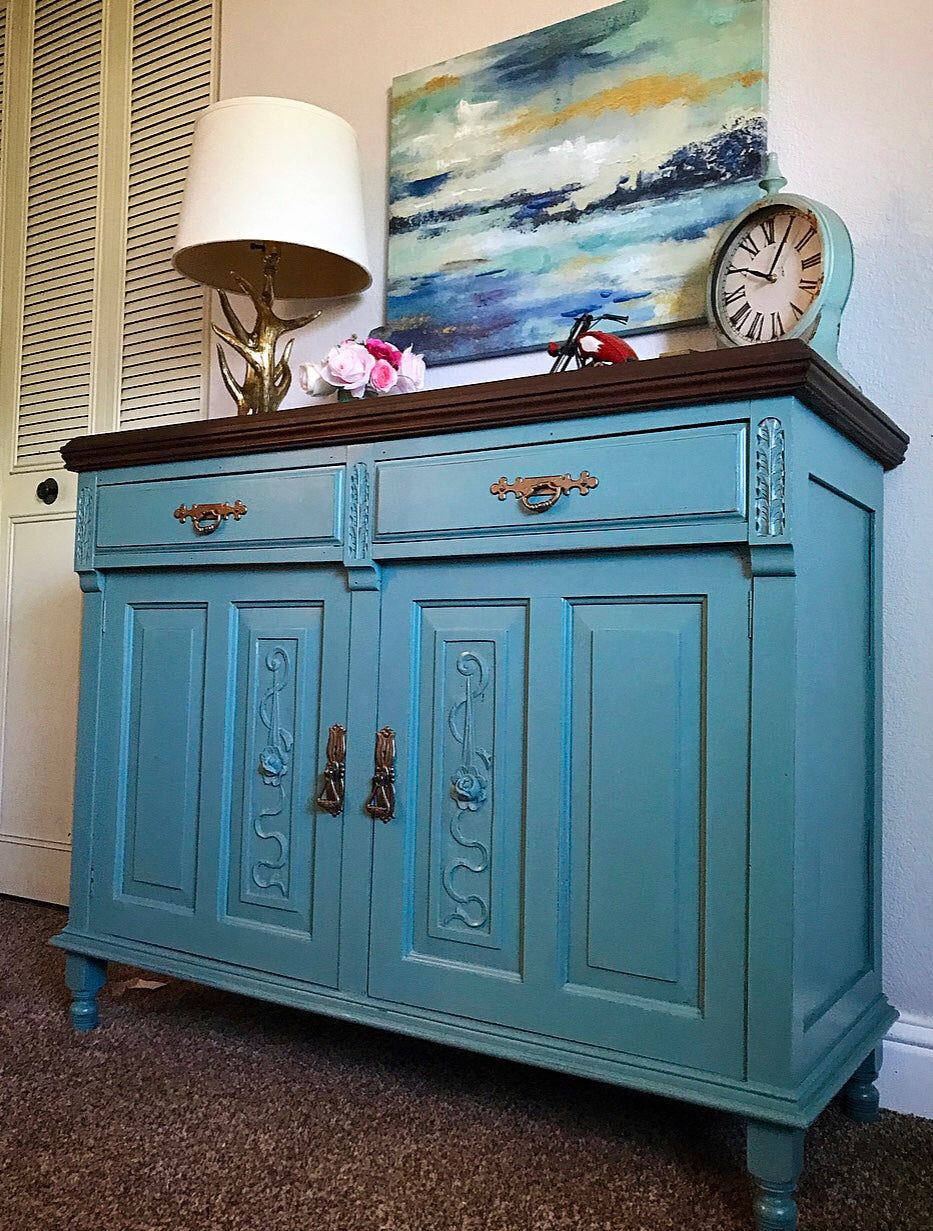 (SOLD) GORGEOUS 1930s Victorian Buffet/Credenza/Entryway/Dreser/Media with Beautiful Details!! 48X38X18