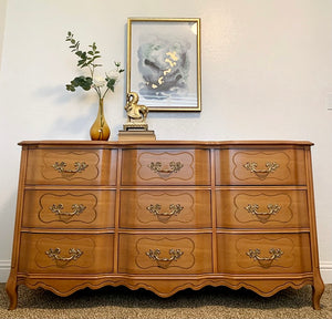 Gorgeous Vintage High-End Sherrill Triple Serpentine Semi-Blonde French Coutry Dresser/Media/Entryway/Sofa Table/Console/Buffet with Beautiful Original Hardware and Superb Condition!!