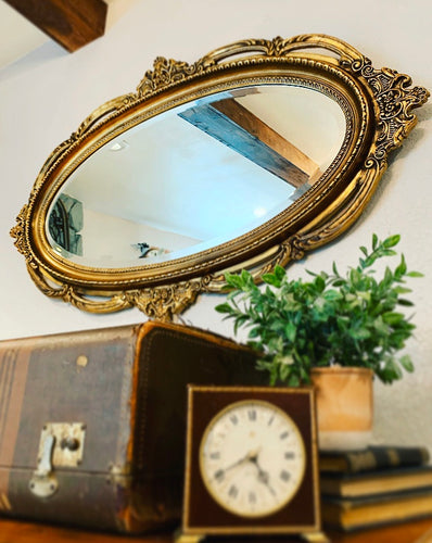 Stunner Large Vintage French-Victorian Decorative Mirror with Gorgeous Details and Excellent Condition!!