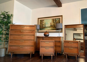 (SOLD) Gorgeous Vintage High-End Mid Century Modern United Furniture 5PC Bedroom Set with Beautiful Design and Original Hardware in Superb Condition!!