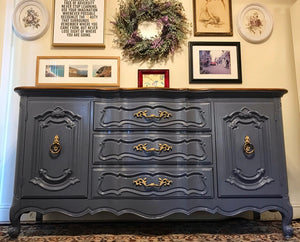 (SOLD) Gorgeous Vintage High-End Bernhardt French Country Buffet/Sideboard/Dresser/Media/Entryway with Beautiful Details and Hardware!!