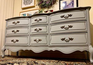 (SOLD) BEAUTIFUL High-End Broyhill Modern French Country DRESSER in Light Gray and Superb Condition!! Perfect Versatile Piece any room in your Nest!!