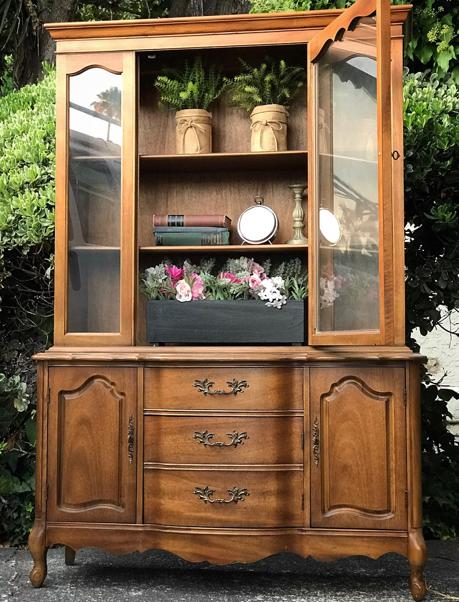 (SOLD) GORGEOUS Queen Anne China Hutch Display Cabinet Bookcase Storage in Superb Condition. Perfect BEAUTY As-Is!!