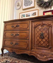 Load image into Gallery viewer, (SOLD) Gorgeous Vintage High-End Thomasville XLarge French Country Dresser/Media/Buffet/Console/Entryway with Beautiful Details and All Original Hardware!!