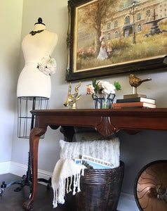 (SOLD) Gorgeous Vintage French-Victorian Clawfoot Legs Entryway/Desk/Sofa Table with Beautiful Details and Excellent Condition!!! 50X29X18