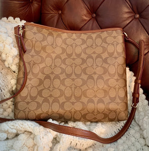 (SOLD) BEAUTIFUL AUTHENTIC COACH MESSENGER CROSSBODY KHAKI BAG IN NEW CONDITION!! 13X13