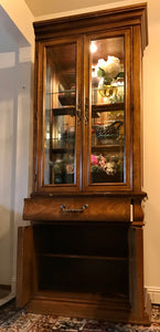 (SOLD) Beautiful High-End Bernhardt Display Cabinet Curio China Storage with Bevelled Glass in Superb Condition!!