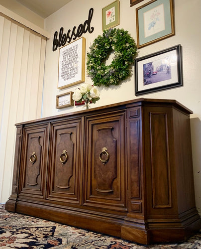 (SOLD) Gorgeous Vintage High-End Drexel Buffet/Sodeboard/Credenza/Media/Entryway/Console in Superb Condition. Perfect BEAUTY for Vintage and Wood Lover!!
