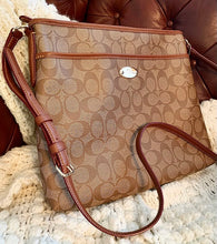 Load image into Gallery viewer, (SOLD) BEAUTIFUL AUTHENTIC COACH MESSENGER CROSSBODY KHAKI BAG IN NEW CONDITION!! 13X13
