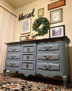 BEAUTIFUL Modern French Country Scalloped Dresser-Media-Entryway-Buffet-Console in Superb Condition!! Perfect Modernize VERSATILE BEAUTY any room in your Nest!!