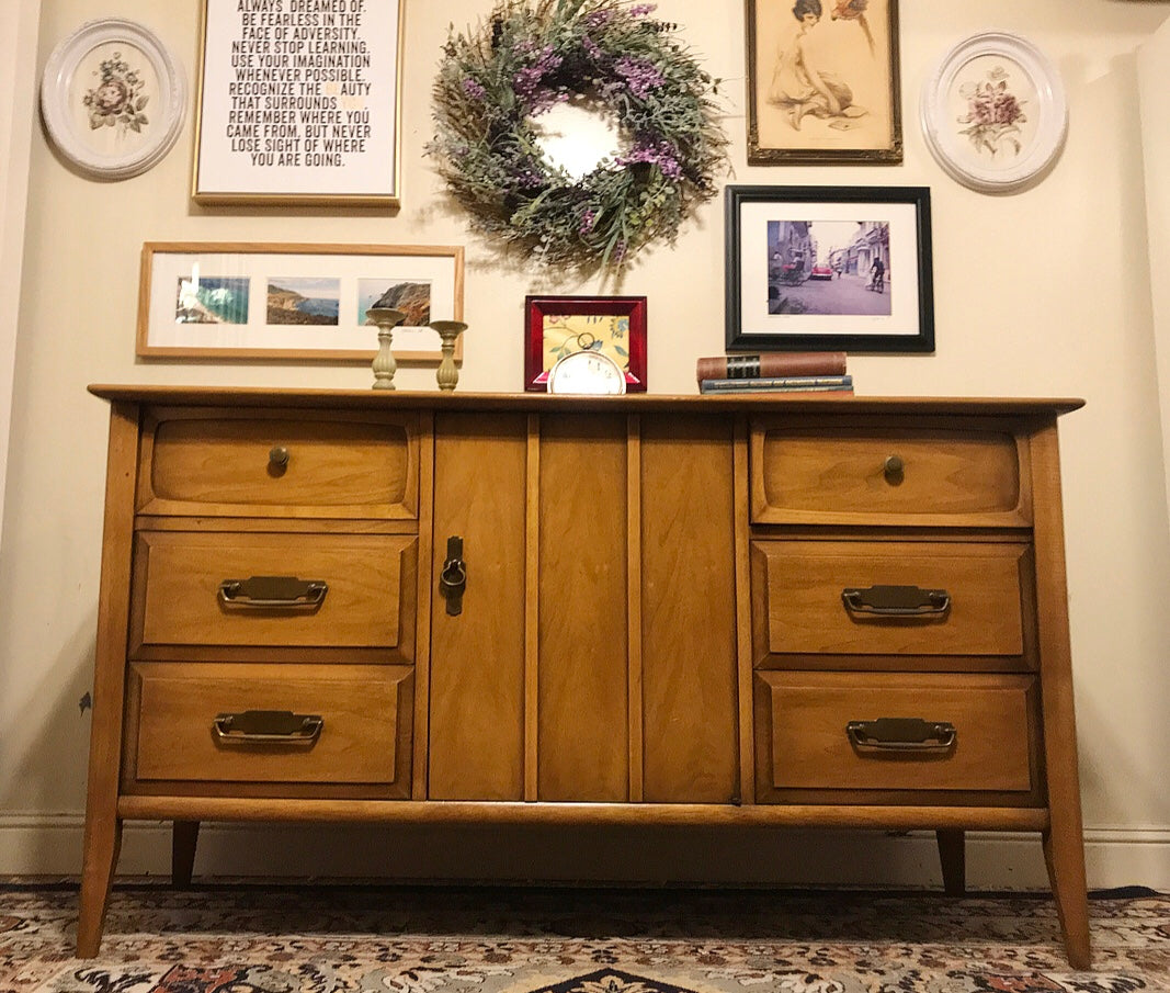(SOLD) Gorgeous High-End Drexel Versatile Mid-Century Modern Credenza/Buffet/Media/Dresser/Entryway in Excellent Condition!! BEAUTY!! 57X31X19