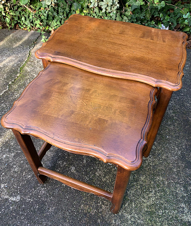 (SOLD) Gorgeous High-End Vintage French Country Ethan Allen Scalloped Nesting Table in Excellent Condition!!
