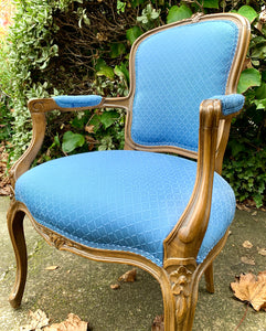 (SOLD) Gorgeous Vintage French Louis XV Style Chair with Beautiful Details and Excellent Condition!!! Perfect French BEAUTY any spot in your Nest!!