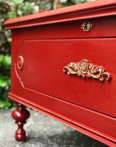 (SOLD) Gorgeous Antique Lane Chest Bed-End/Bench/Decorative Piece/Coffee Table/Storage with Beautiful Details!! 44W 23H 19D