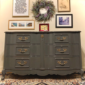 (SOLD) resser/Entryway/Media/Buffet/Console with Beautiful Details and Hardware!!