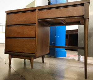 (SOLD) Gorgeous Vintage Mid-Century Desk in Great Condition. Perfect for Wood Lover!!! 41X32X18