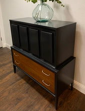 Load image into Gallery viewer, (SOLD) Gorgeous 8PC High-End Broyhill Modern Mid Century Bedroom Set with Beautiful Design and Original Hardware. They are Perfect Must-Have BEAUTIES for Minimalist and MCM Lover indeed!!!
