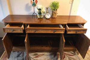 (SOLD) Gorgeous Vintage Buffet/Media/Dresser/Entryway in Excellent Condition. This Piece is made of Beautiful Luxurious Rosewood!! 68X31X19