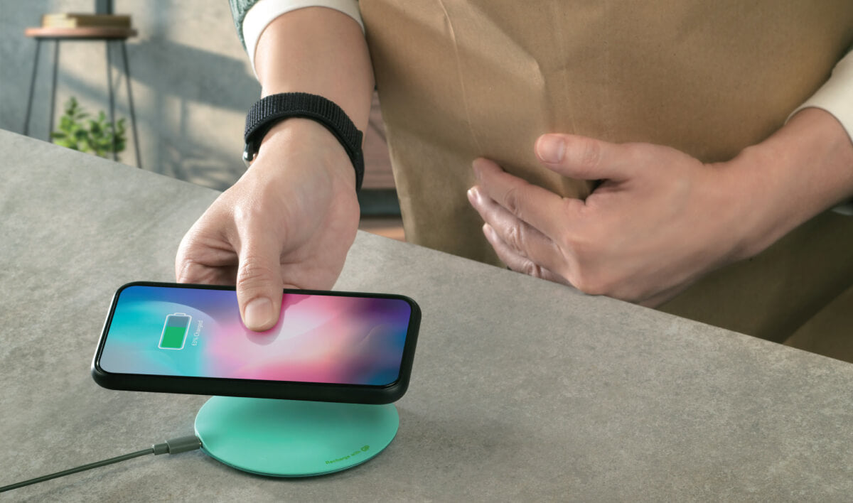 charge your phone with wireless charger