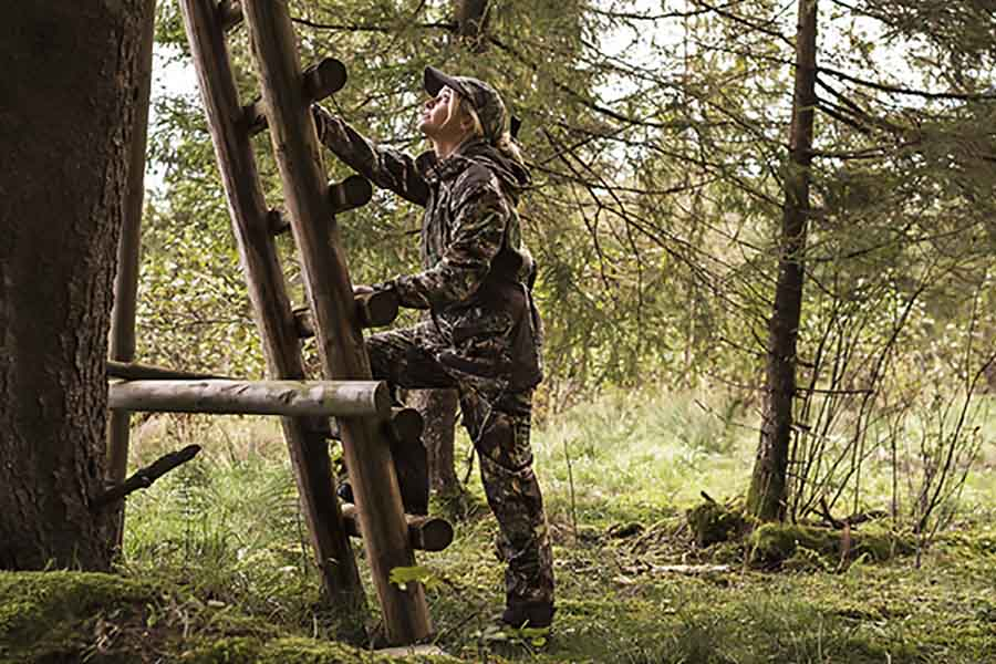 Lady Hunter Clothing and Accessories for High Seat Hunting