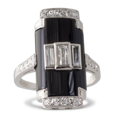 An Onyx Plaque Ring