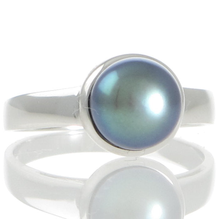 A Black Freshwater Pearl Ring