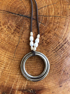 Circles necklace with White Pearls & Silver beads