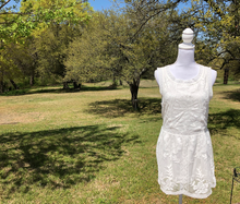 Load image into Gallery viewer, White Lace Sleeveless Tunic