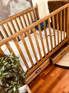 Manhattan Cot Antique Oak Wash