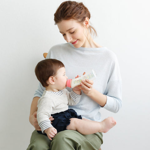 Doctor Betta Baby Bottle designed to provide the same feeding angle as with breastfeeding