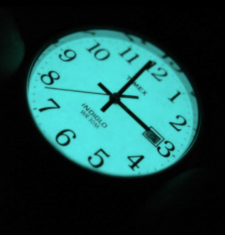 Timex-Easy-Reader-Indiglo-glowing