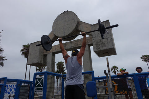 Muscle Beach pressing